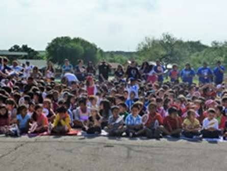 Children from Sky Harbour Elementary School gather at the groundbreaking event for the new SPARK park. (Source: UTSA http://bit.ly/14gs6MO)